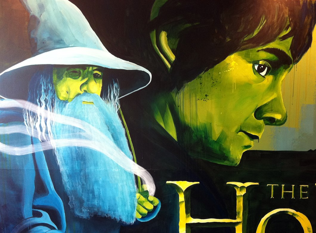 Muurschildering_Warner_Bros_The_Hobbit_by_Shon_Price_-_Gandalf_-_Bilbo.jpg