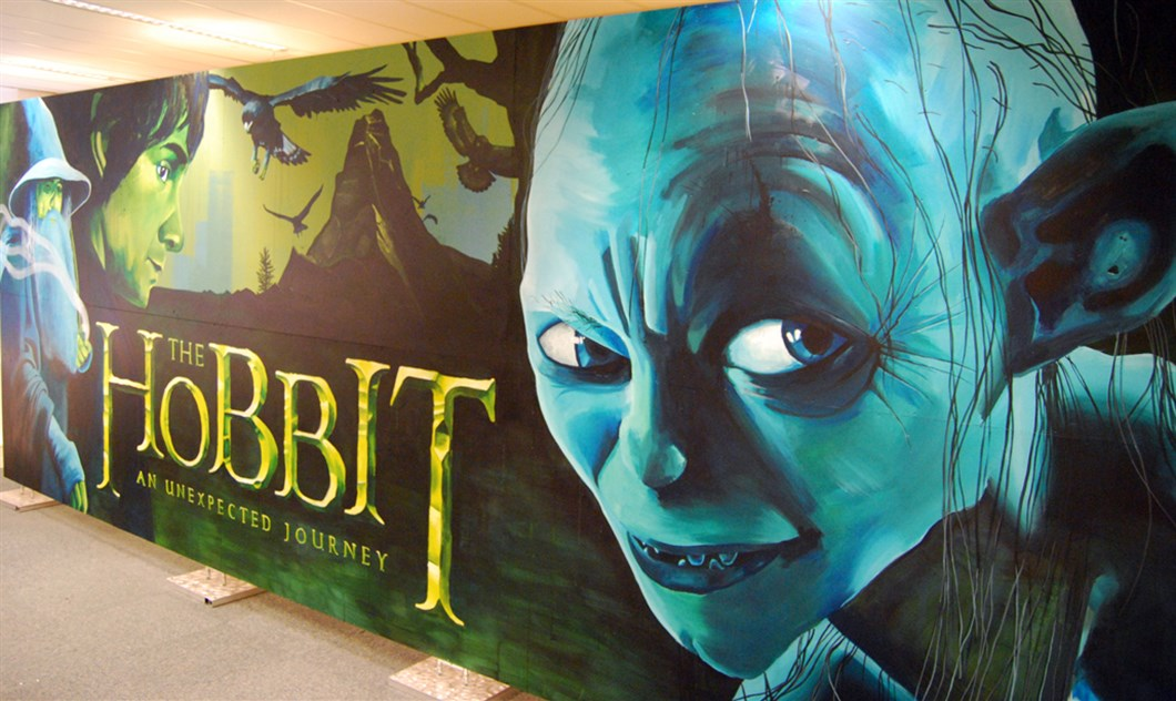 Painting_Warner_Bros_The_Hobbit_by_Shon_Price_-_Right.jpg