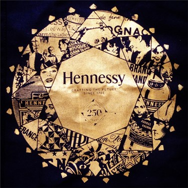 Shon_Price_Ambachtelijk_Graficus_Hennessy_250_years_-_Design_Diamond_Artwork_Gold_Bag.jpg