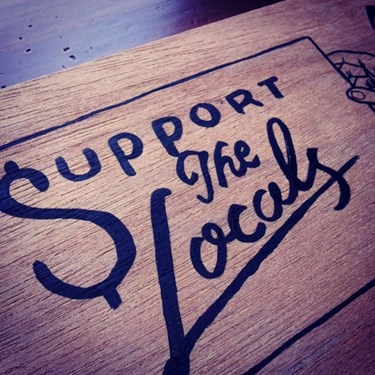 Support_The_Locals_-_Sign_Painting_typografie_op_hout_door_Shon_Price.jpg